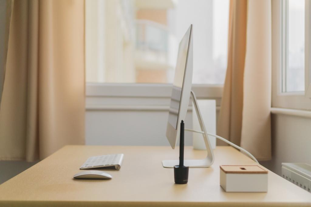 minimalistische werkplek - het bureau van c